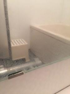 お風呂 鏡 水垢