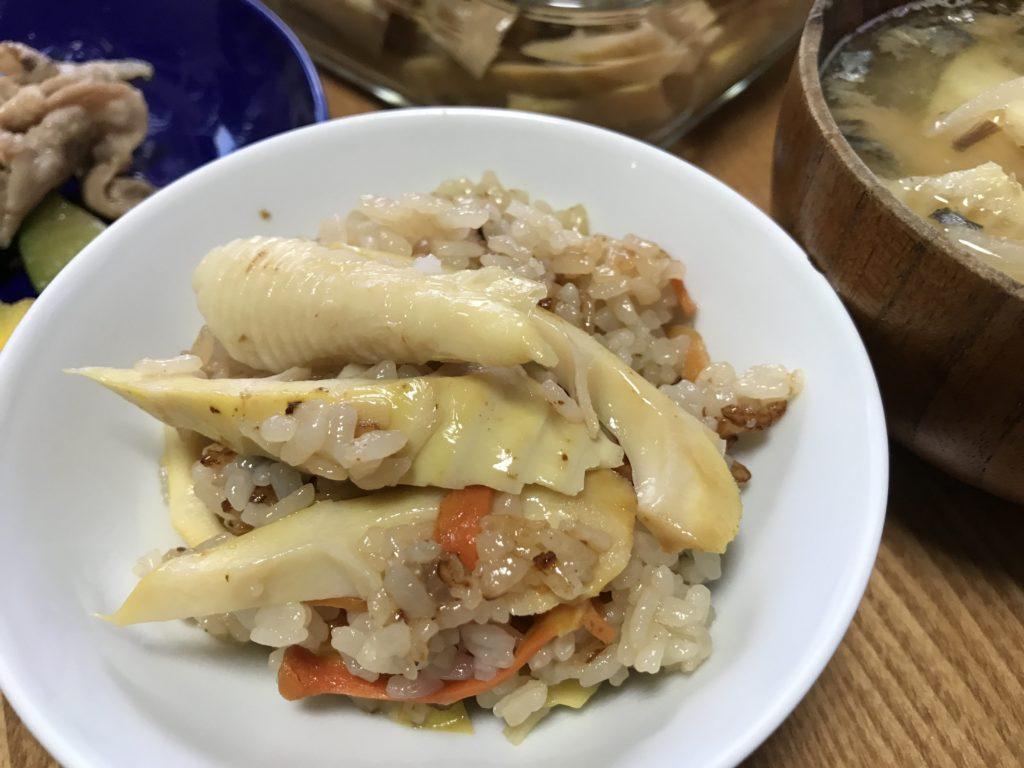 一年中食べられる中国製の水煮のタケノコとは違い、地物のたけのこは歯ごたえがあって、水々しくてとってもおいしいんですよ。