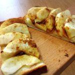 【りんご消費レシピ】即席アップルパイをトーストで!切ってのせるだけの簡単おやつ